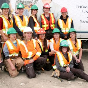 women-in-trades-group-photo-y-dream-home-1400px-crop