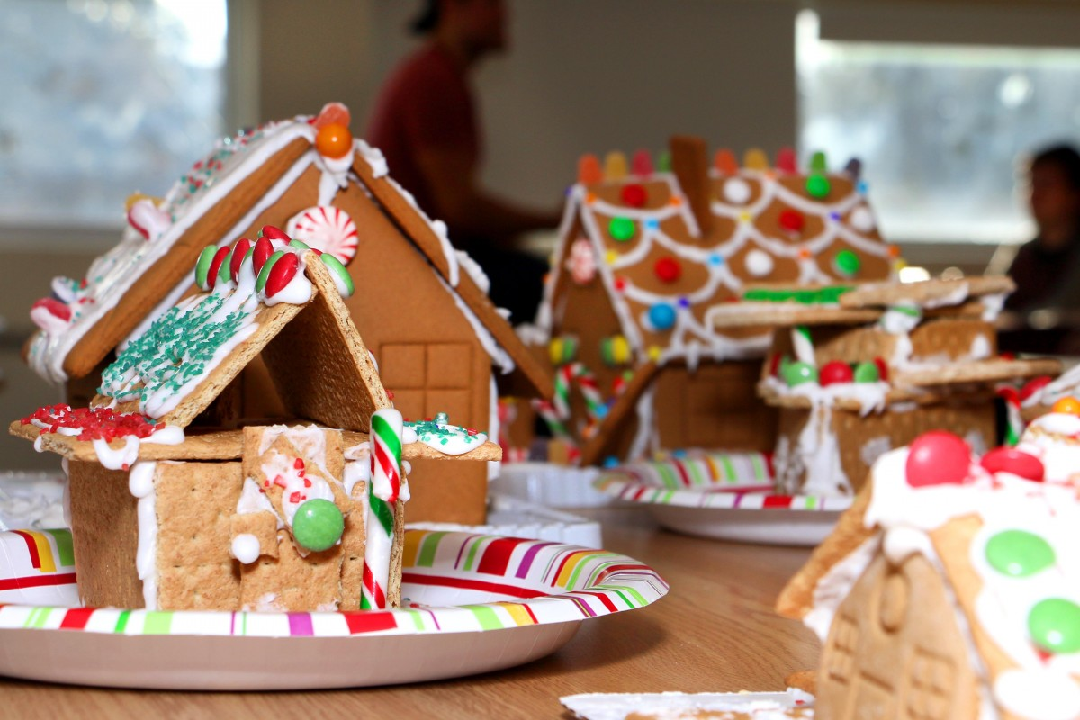 Gingerbread homes made ARET students.