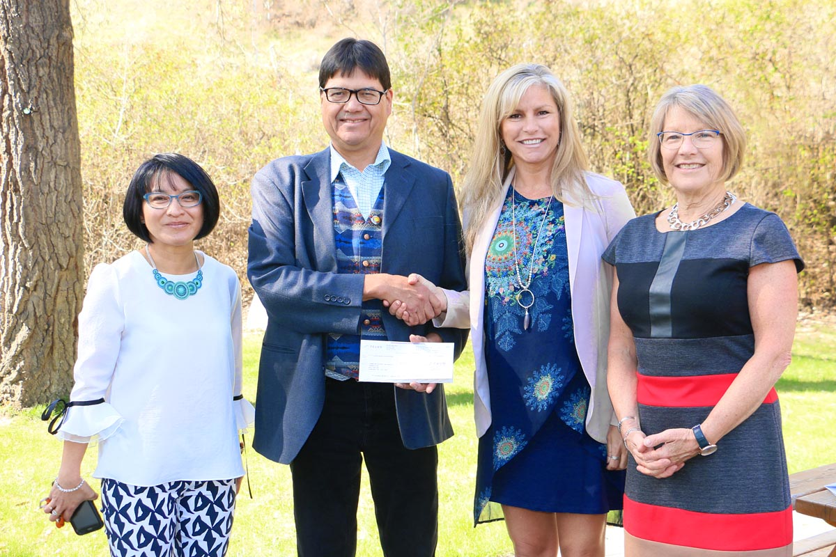Telus $10K to Aboriginal science health science camp group photo