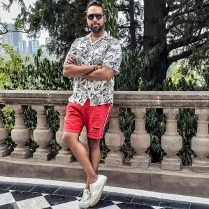 Photo of lifestyle and fashion blogger – Sultan SandurSultan Sandur