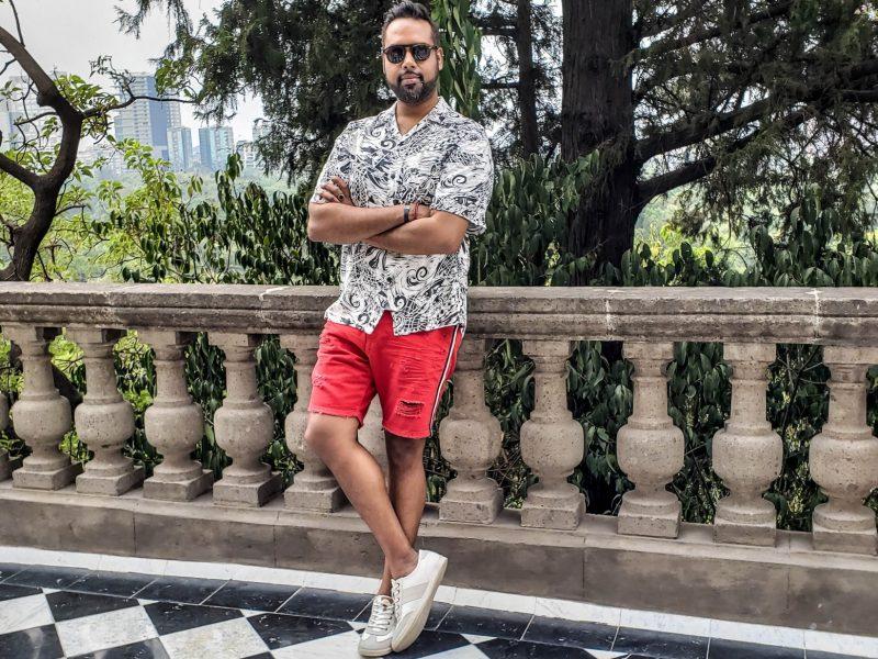Photo of lifestyle and fashion blogger – Sultan SandurSultan Sandur